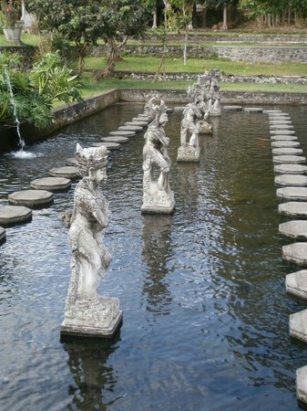 Tirta Gangga: Stepping stones and statues in the largest pond