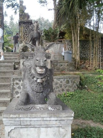Tirta Gangga: Statue on way to exit