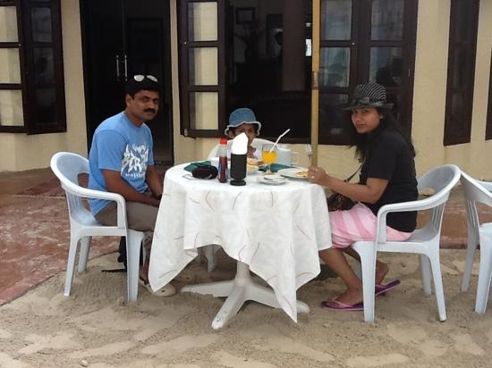 Crystal Sand Beach Resorts: had a great breakfast by the sea