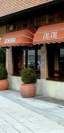 sidreria restaurante pil pil: FACHADA