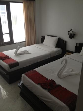 Samui First House Resort: twin room of the cheapest rate - still get a swan towel!