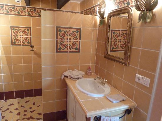 Chateau Rousselle: salle de bain