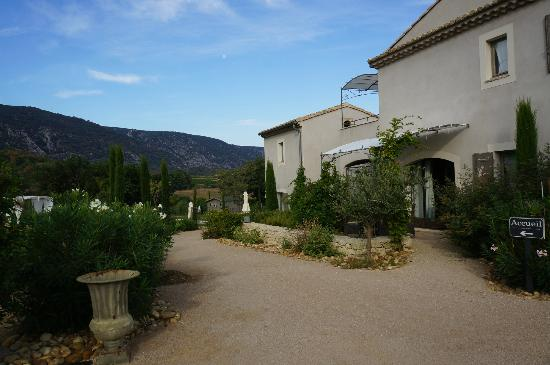 Les Petitons : building and Petit Luberon beyond