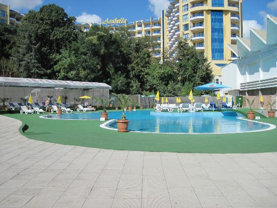 INTERNATIONAL Hotel Casino & Tower Suites: pool