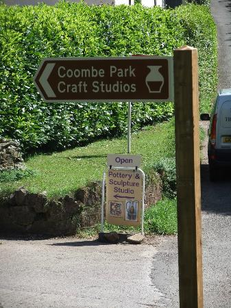 Ashprington, UK: Coombe Park Craft Studios now with brown Tourism signs!