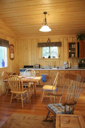 Homestead Guest Cabins: Very well equipped kitchen