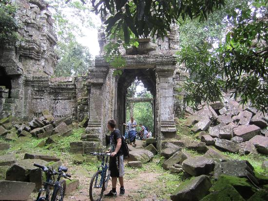 Angkor Cycling Tour Day Tours