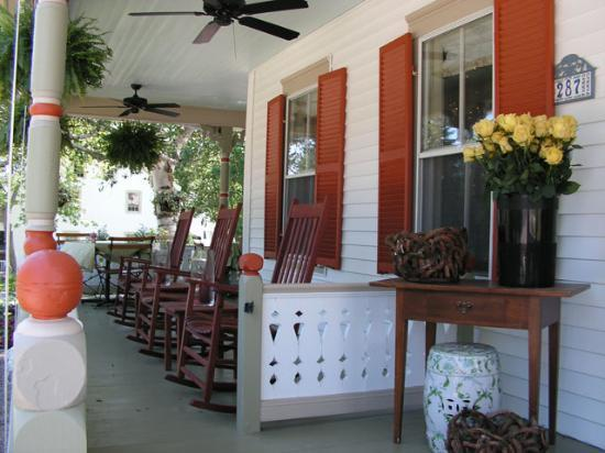 Scotch Hill Inn: Porch / Outside Dining Area