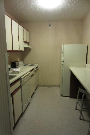 Extended Stay America - Omaha - West: Fully equipped kitchen