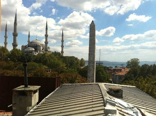 Alzer Hotel: View from the Dining area of the Blue Mosque