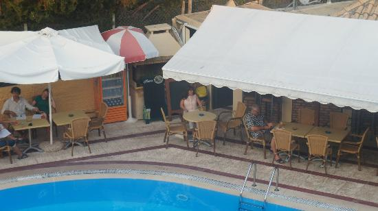 Philippos Hotel: pool bar open 9am-1am,but not noisy