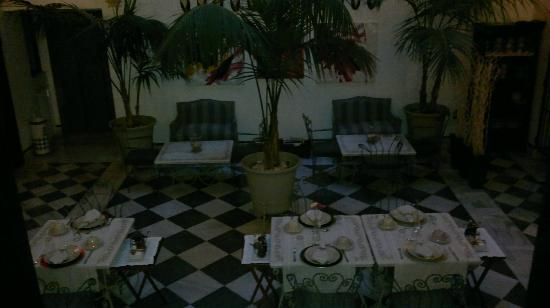 Palacio San Bartolome: patio comedor