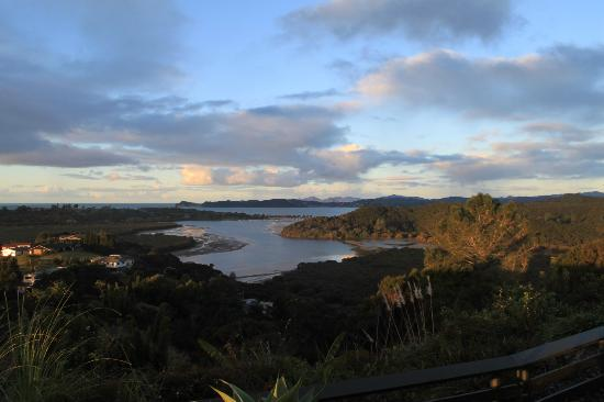 Cook's Lookout Motel: View from room during the day looking out over Bay of Islands