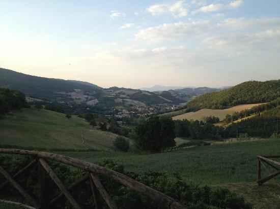 Antico Borgo di Gallano : Vista di Pieve Torina dal Borgo di Gallano