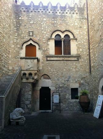 Palazzo Corvaja: Cortile interno