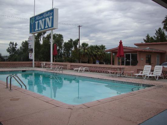 River Valley Motor Lodge : The pool