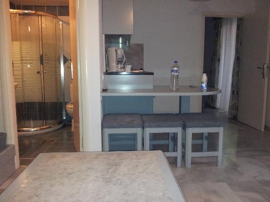 Futura Hotel: Kitchen area