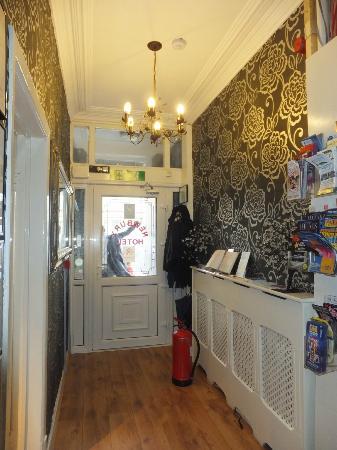 Newbury Hotel: Entrance