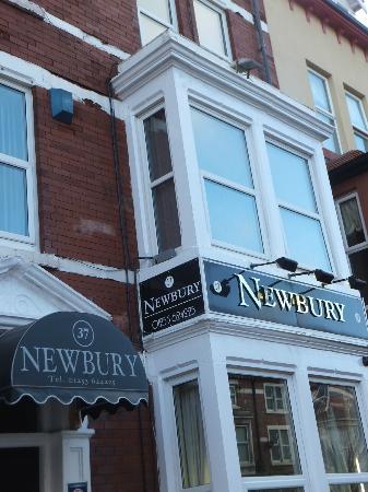 Newbury Hotel: Facade