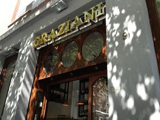 Enoteca Graziani: l'entrata principale!