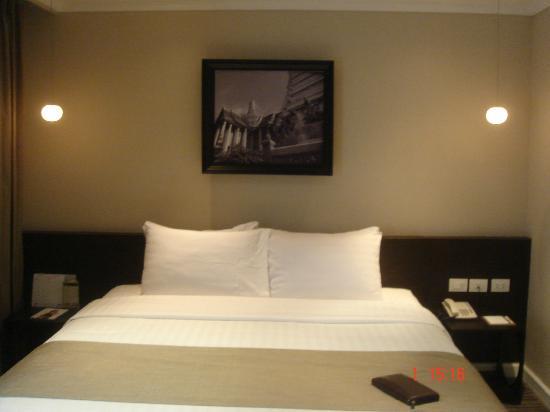 S15 Sukhumvit Hotel: room shot 02