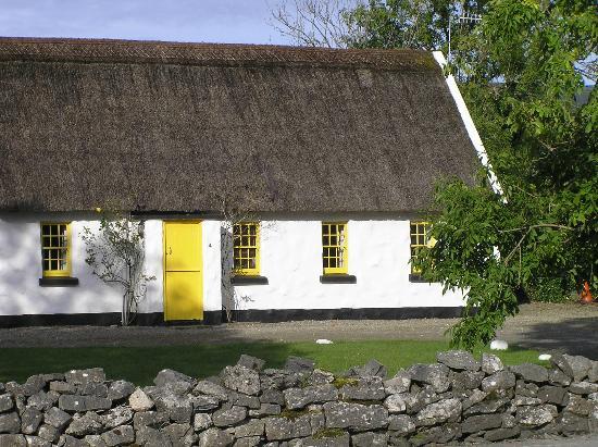 Oceanville House Bed & Breakfast: Cottage near B&B - Ballyvaughan