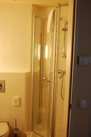 Star Inn Hotel Budapest Centrum, by Comfort : Doccia