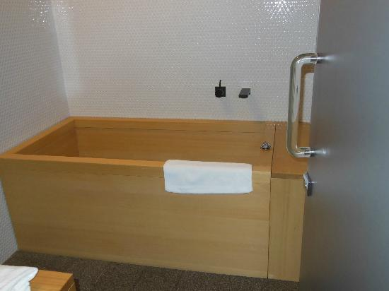 Hotel Kanra Kyoto: Cypress soaking tub