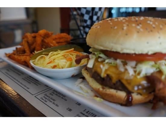 Burgers On Main Foto