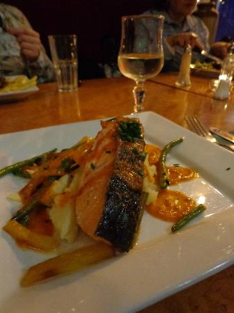 O'Reillys of Templebar: grilled salmon on a bed of mash