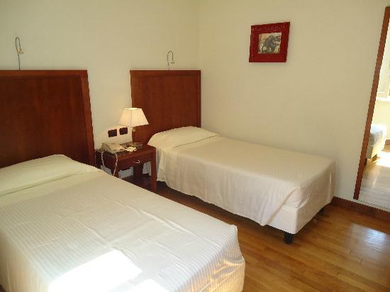 Hotel Genova: Room