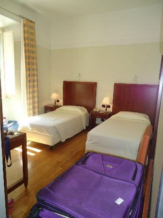 Hotel Genova: Clean, spacious and confortable