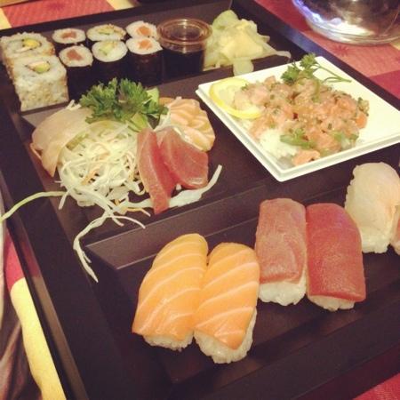 restaurant kana sushi dans saint cannat avec cuisine japonaise. Black Bedroom Furniture Sets. Home Design Ideas