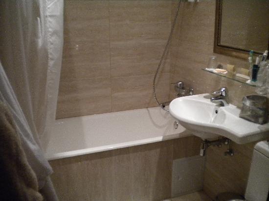 Kristoff Hotel : bathroom