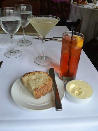 Crabtree's Kittle House Restaurant & Inn : excellent bread, the cocktail on the right is a Pink Saphire