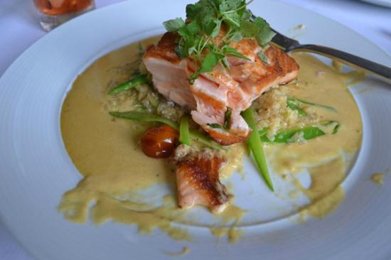Crabtree's Kittle House Restaurant & Inn : perfect salmon