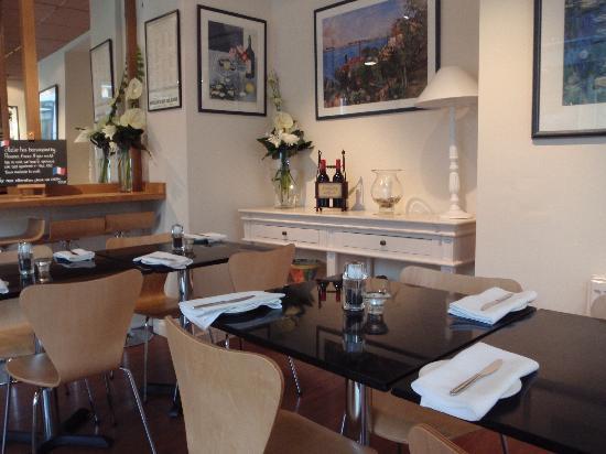 Atelier: restaurant interior