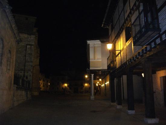 Hotel Rio Ucero : El Burgo de Osma por la noche