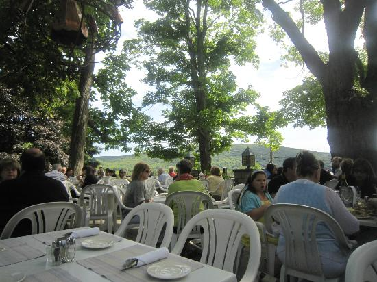 Hopkins Inn Restaurant: Terrace or patio seating.