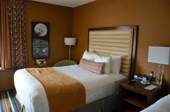 Moonrise Hotel: Chambre sur cours
