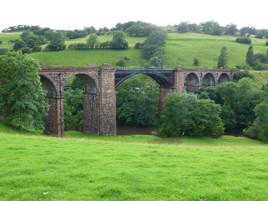 Bramaskew Farmhouse Bed & Breakfast: Lune viaduct
