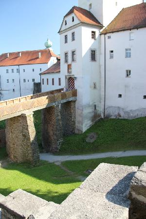 Jugendherberge Passau: View of the museum from the hostel