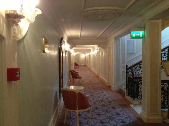 Corridoio del terzo piano foto di grand hotel des bains for Hotel des bain