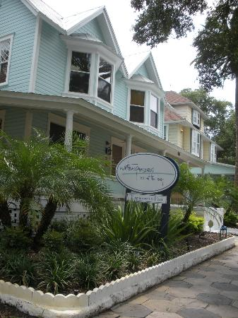 ‪‪Watergarden Inn at the Bay‬: Front of the B & B