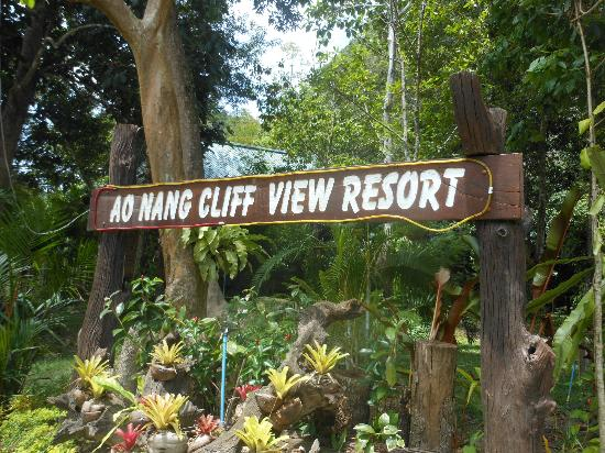 Aonang Cliff View Resort: Welcome sign