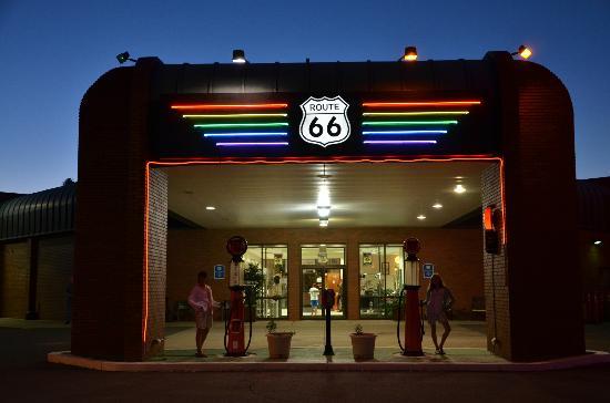Route 66 Hotel And Conference Center: Entrée de l'hôtel