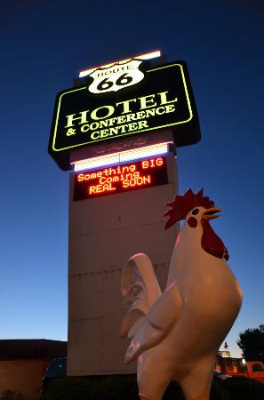 Route 66 Hotel And Conference Center: Néon
