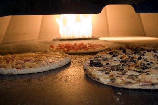Ello Amici's East Coast Pizzeria
