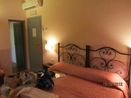 Agriturismo Relais Campiglioni: small room