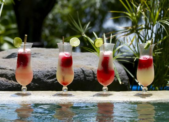 Jicaro Island Ecolodge Granada: enjoying fresh juice by the pool